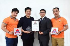 Trưởng đại diện Tổng cục du lịch Nhật Bản thăm và trao giải thưởng cho TST tourist